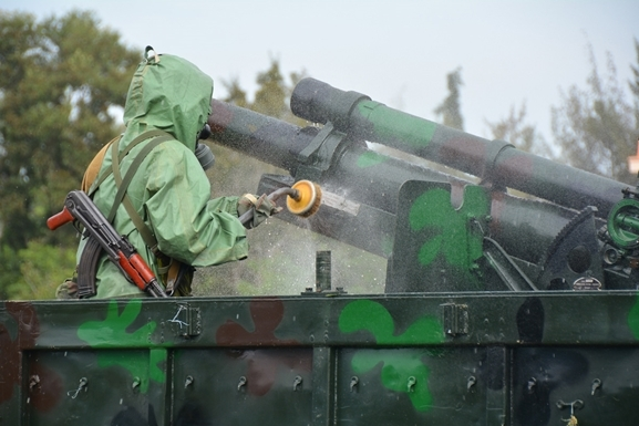 Vũ khí tham gia huấn luyện là hệ thống pháo tự hành M548-105 có trọng lượng chiến đấu 10,5 tấn, kíp chiến đấu 6 người.