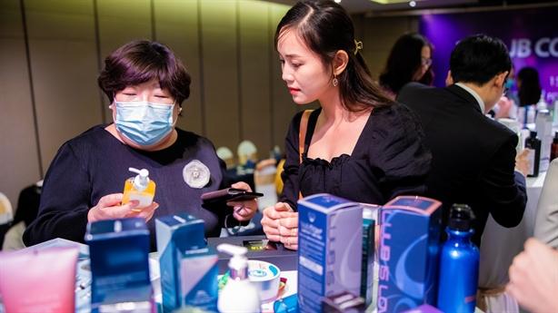 JB COSMETIC SHOW giới thiệu mỹ phẩm đến từ Hàn Quốc