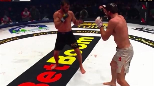 Võ sĩ Nga hạ nhau trên sàn đấu MMA