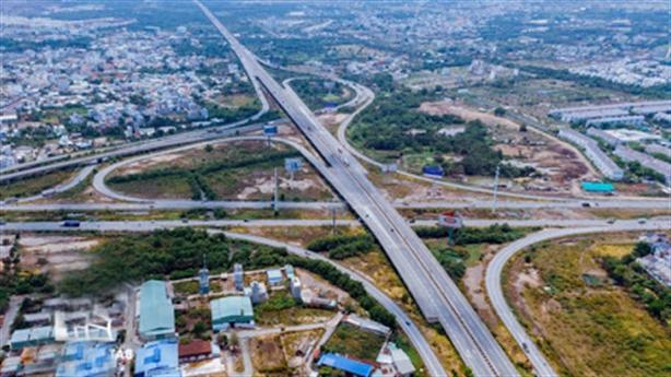 Vay ODA mở rộng cao tốc TP.HCM-Dầu Giây: Thận trọng