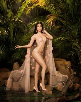 Những hình ảnh mới của Chi Pu được nhận xét vô cùng gợi cảm, quyến rũ và sexy không kém bất cứ ai kể cả \