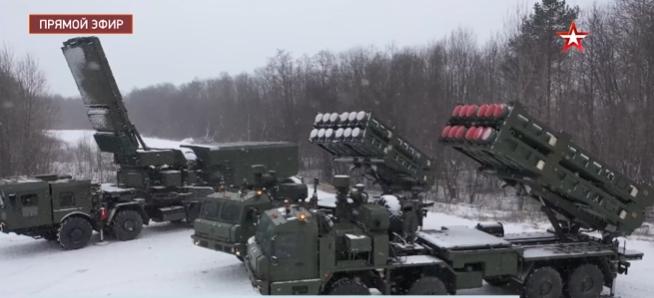 Đây chính là nguyên nhân khiến VKS sẽ thay thế vũ khí này bằng hệ thống S-350 trong năm 2021. Vityaz không phải để thay thế Buk, không dành cho cho Lục quân, mà dành cho lực lượng tên lửa phòng không của Quân chủng Hàng không-Vũ trụ Nga. S-350 Vityaz được thiết kế để chống lại các cuộc không tập tấn công mật độ cao và ở độ cao thấp.