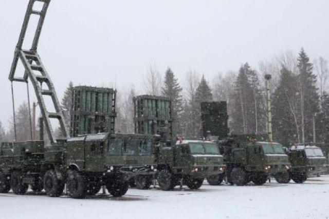 Hệ thống có thể theo dõi 12 mục tiêu và điều khiển tên lửa tiêu diệt 6 mục tiêu có vận tốc 1.150 m/s cùng lúc, thời gian giãn cách giữa hai loạt phóng chỉ từ 3 - 5 giây và chuyển trạng thái sẵn sàng chiến đấu sang trạng thái cơ động, di dời khỏi trận địa là dưới 5 phút. Tuy nhiên, các chuyên gia quân sự nhận định, các hệ thống S-300PS đã quá lỗi thời do đạn tên lửa tầm phóng ngắn, hệ dẫn đường, chỉ huy, điều khiển kém hiện đại so với các phiên bản S-350 và thua kém quá xa so với S-400.