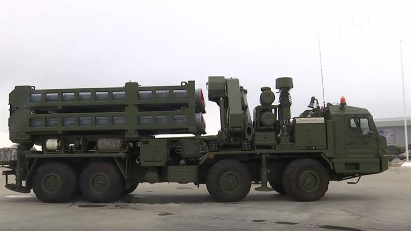 Hiện nay, Lực lượng hàng không vũ trụ Nga chủ yếu có hai loại tên lửa phòng không tầm xa là S-400 Triumph và S-300PM với nhiều phiên bản khác nhau. Cả hai hệ thống này đều hoạt động ở tầm xa, điều này không phải lúc nào cũng hợp lý khi bảo vệ các công trình đặc biệt quan trọng.