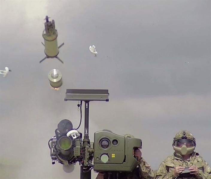Với đầu đạn Vonfram đảm bảo cho viên đạn sau khi ma sát mạnh với không khí vẫn có độ cứng cực cao để xuyên phá vào bên trong mục tiêu. Lúc này đầu nổ 450g mới được kích hoạt nhờ cơ chế nổ tác động trễ. Cách tấn công này đặc biệt hiệu quả với các phương tiện bay vốn được thiết kế rất kín.