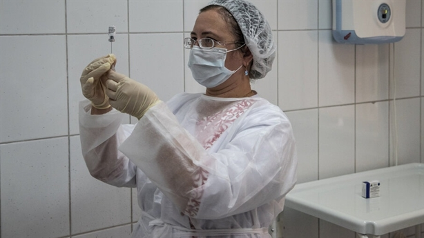 Vaccine Sputnik V của Nga thu hút nhà báo phương Tây
