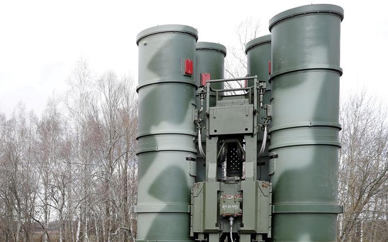 Thậm chí vũ khí này còn được tích hợp vào lưới lửa phòng thủ của NATO nhưng Mỹ có nói gì về vấn đề này không? S-400 sẽ được vận hành với sức mạnh đúng như thiết kế và chúng tôi sẽ đi tiếp con đường riêng mà mình lựa chọn.