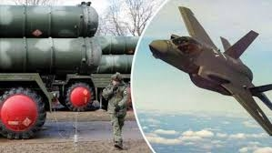Vũ khí được F-35 sử dụng trong hầu hết các cuộc tập trận này là thử tên lửa AGM-88 HARM nâng cấp. Tờ Bình luận quân sự của Nga cho biết loại tên lửa này được thiết kế để vô hiệu hóa các hệ thống phòng không và phá hủy radar đối phương. Tầm bắn của tên lửa đã tăng lên 230 km.