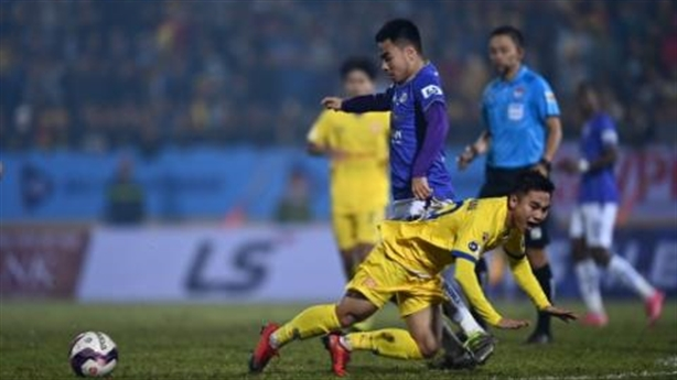 Hai đại gia ngã ngựa V-League: Ông Park Hang Seo đau đầu?