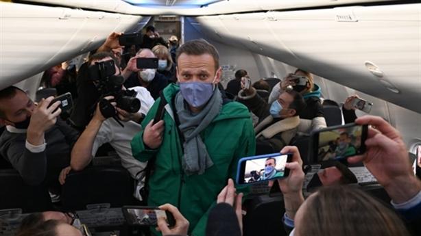 Navalny bị bắt ngay tại sân bay, EU phản đối