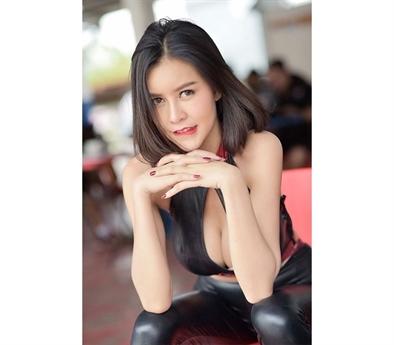 Cô là một hotgirl xinh đẹp, hoạt động chủ yếu như một người mẫu.