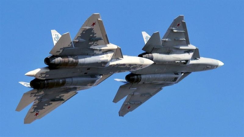 Ngay trước đó, các nhà phân tích Ryan Bauer và Peter Wilson, trong một bài báo cho tổ chức nghiên cứu Mỹ RAND tuyên bố Su-57 chỉ là máy bay chiến đấu thế hệ thứ tư khi phải đối mặt với nhiều vấn đề.