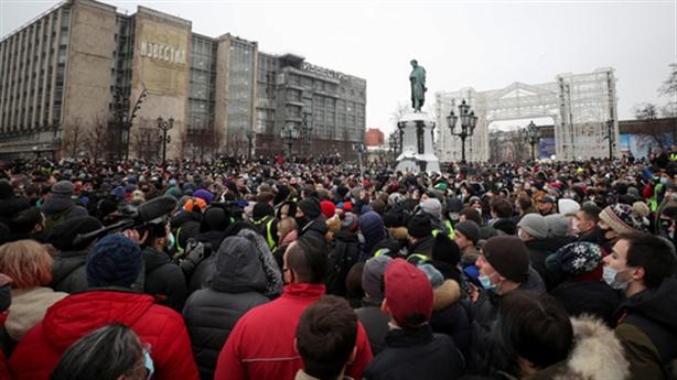 Tổ chức biểu tình trái phép, đội ngũ Navalny bị bắt