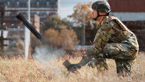 UAV cầm tay Mỹ diệt mục tiêu sau chướng ngại vật