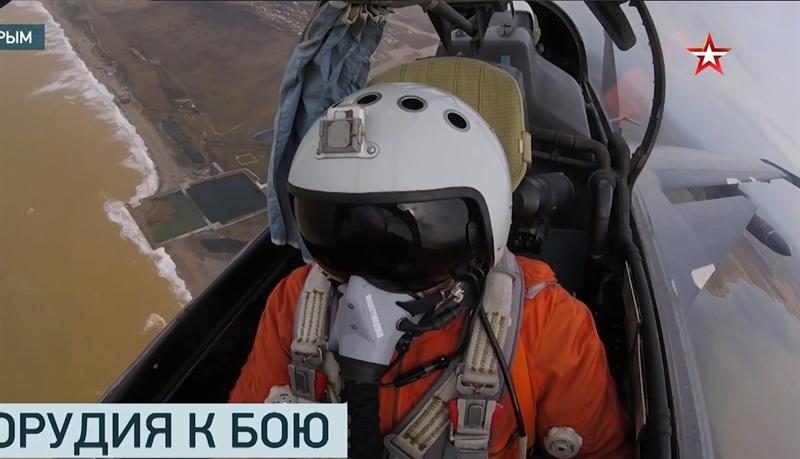 Đoạn video được thực hiện từ buồng lái của một chiếc tiêm kích đa năng Su-30SM cho thấy, chiến đấu cơ Su-24M và Su-30SM mang theo vũ khí chống hạm hạng nặng, trong đó có Kh-31 tham gia cuộc diễn tập diệt hạm trên Biển Đen.