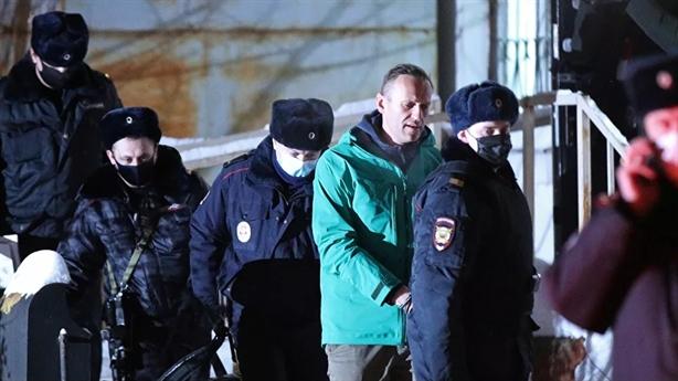Nga bắt anh trai Navalny, phạt mạng xã hội