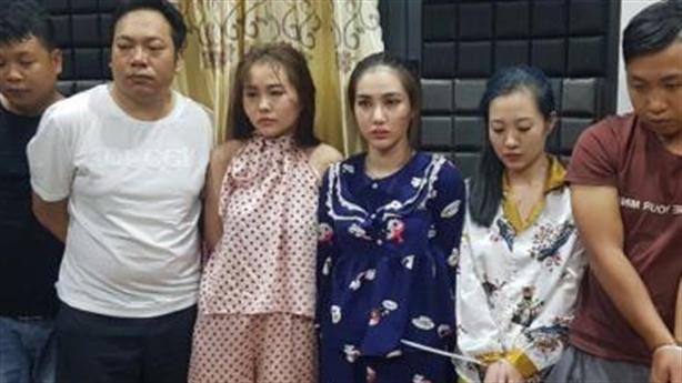 3 nữ, 3 nam thác loạc tập thể mừng sinh nhật