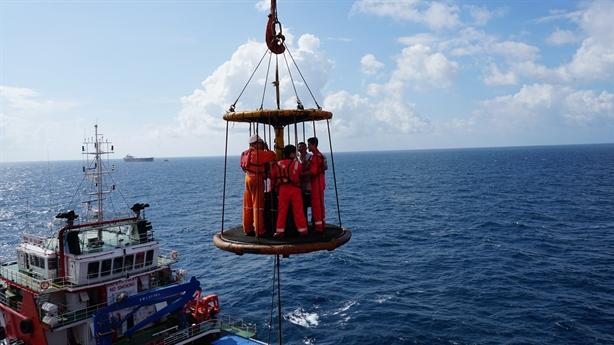 Xuân sớm trên công trình dầu khí biển