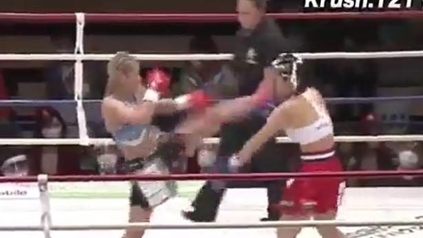 Nữ võ sĩ kickboxing bị đánh gục bằng đòn Muay Thái