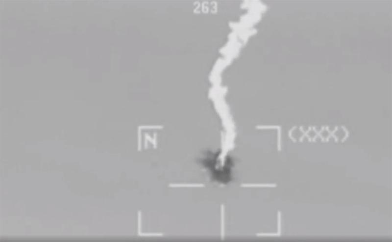 Cùng với đó, trực thăng được trang bị còn được trang bị thêm cả rocket đối đất dẫn đường bằng laser APKWS. Và để hoàn thành nhiệm vụ đánh chặn, AH-1Z mang theo 2 quả tên lửa đối không AIM-9 Sidewinder gắn trên 2 bên mấu treo.