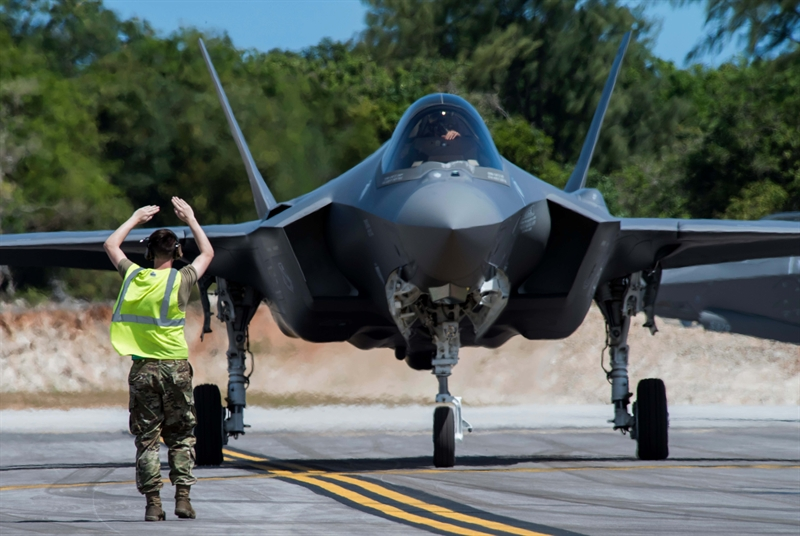 Hoạt động đặc biệt này nằm trong khuôn khổ cuộc diễn tập mang tên Cope North vừa diễn ra. Cope North đã chứng kiến F-35A và F-16 Mỹ được triển khai tới căn cứ dã chiến Northwest Field, vốn chỉ tiếp nhận vận tải cơ C-130 và trực thăng trên đảo Guam.