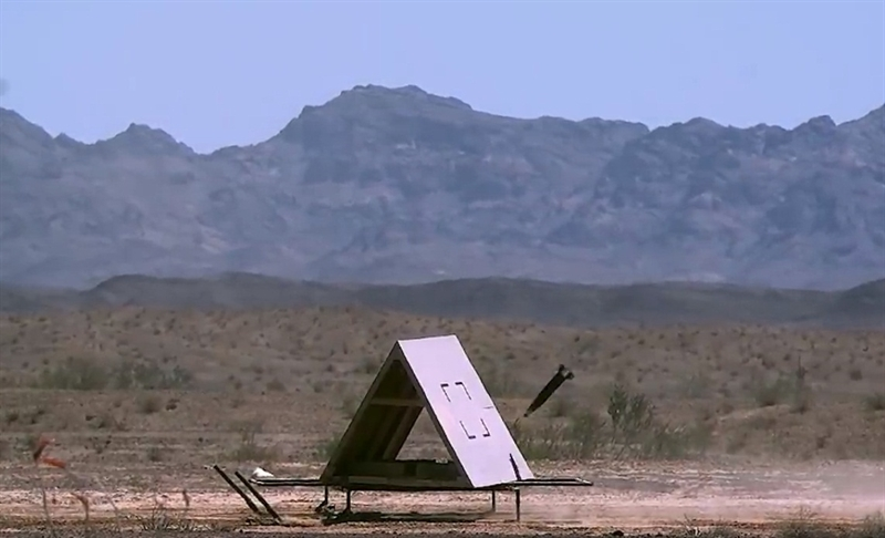 Các tính năng chiến - kỹ thuật của đạn pháo Excalibur đang không ngừng được phát triển, với sự thử nghiệm đầu tìm hai chế độ GPS kết hợp lade bán chủ động. Phiên bản Excalibur S được phát triển để tăng cường khả năng chỉ thị vị trí mục tiêu, duy trì độ chính xác khi bị nhiễu tín hiệu GPS và có thể tiêu diệt các mục tiêu đã thay đổi vị trí so với vị trí nhận dạng ban đầu hoặc đang di chuyển.