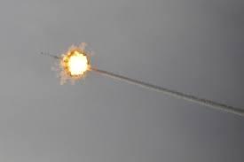 Tuy nhiên, với phiên bản Arrow 4, Mỹ và Israel sẽ tạo ra hệ thống đánh chặn được giới thiệu là không có đối thủ hiện nay, dù đó là hệ thống S-500 của Nga. Về thiết kế, Arrow 4 dự báo sẽ phức tạp hơn nhiều so với tổ hợp Arrow 3 đang có trong biên chế Lực lượng Phòng vệ Israel (IDF), nhằm đảm bảo có thể vô hiệu hóa mọi mối đe dọa đến từ Iran trong tương lai.
