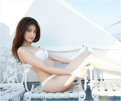 Mio Imada là gương mặt yêu thích của nhiều tạp chí nóng bỏng, nhan sắc vừa ngây thơ vừa gợi cảm của cô rất được yêu thích.