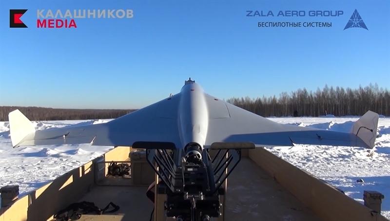 Theo hình ảnh được công bố, dù KYB có cấu tạo bên ngoài khá giống Harpy của Israel nhưng chiếc UAV của Kalashnikov lại được phóng tương tự kiểu bắn của súng cao su.