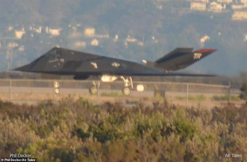 Nhận định được bị chuyên gia hàng đầu của Mỹ đưa ra sau khi xuất hiện hàng loạt chuyến bay của chiếc F-117 Nighthawk quanh căn cứ Không quân của Thủy quân lục chiến Mỹ ở Miramar. Những chiếc tiêm kích tàng hình này trước đây được lưu giữ tại \