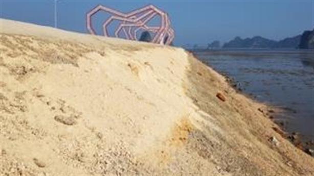 Đổ đất lấn vịnh Bái Tử Long: Dân nằm ngủ giữ đất