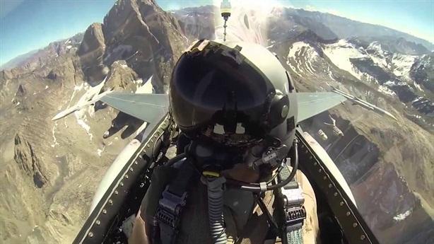 Auto-GCAS có mặt khi 2 chiếc F-16 sắp đâm nhau