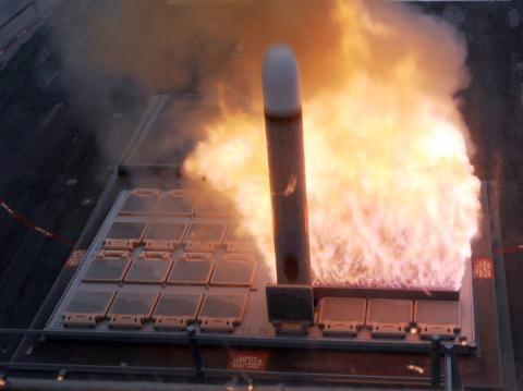 Đây chính là cơn ác mộng với Mỹ trong thời gian vừa qua khi hoạt động tại Trung Đông và châu Âu. Bởi đối phương có thể dùng hệ thống tác chiến điện tử (EW) mạnh tấn công áp chế gây nhiễu hệ thống dẫn đường vệ tinh GPS Mỹ. Tình huống này có thể khiến vũ khí Mỹ bị vô hiệu hoặc tấn công thiếu chính xác.