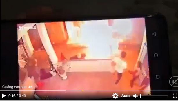 Đổ xăng lên người đốt chị họ sau khi bị thách thức
