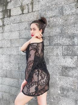 Mới đây, trên trang cá nhân của mình, Hoàng Thuỳ Linh đã đăng tải loạt hình ảnh vô cùng sexy và gợi cảm của mình.