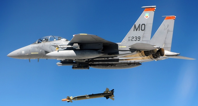 Đặc biệt là về sự thiếu hụt nhân viên kỹ thuật hàng không dẫn đến máy bay xuống cấp; hay thiếu hụt máy bay chiến đấu dẫn đến nhiều phi công không tích lũy đủ giờ bay, kỹ năng tác chiến yếu kém… Bình luận về \