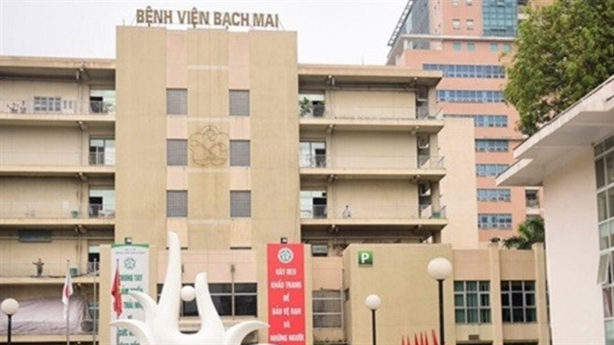 Khám giáo sư BV Bạch Mai tăng giá: Băn khoăn 'sính' danh