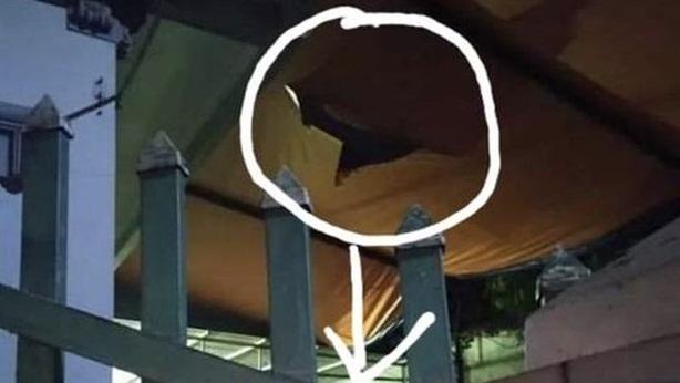 Bé trai tử vong vì rơi từ tầng 2: 'Với quả bóng'