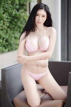 Làng giải trí Thái Lan có vô số hotgirl gợi cảm, trong đó có Qanan Kanokyada.