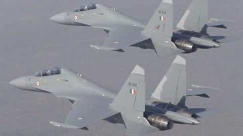 Hai chiếc Su-30 đẩy lui cùng lúc 8 tiêm kích F-16?