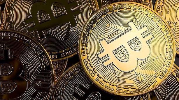 Bitcoin vượt ngưỡng 60.000 USD, ai có thể giàu hơn Elon Musk?