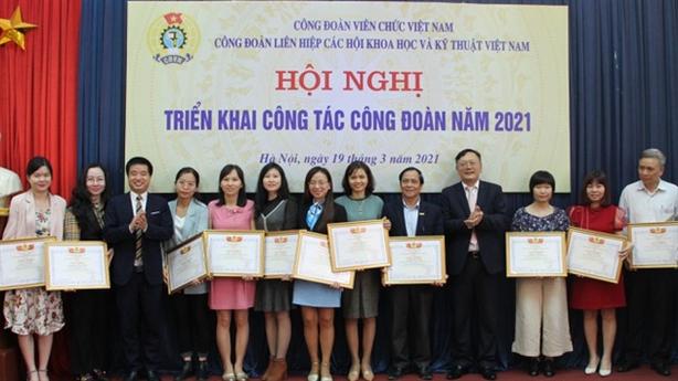 TSKH Phan Xuân Dũng: Phải phát triển công đoàn cơ sở