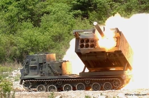 Cùng với việc M270 chính thức hoạt động tại châu Âu, lực lượng Mỹ tại châu Âu khẳng định, hệ thống phóng phản lực M270 có thể đe dọa cả Liên Xô trước đây và hiện tại là Nga bởi M270 được xem là hệ thống phóng phản lực mạnh nhất của Quân đội Mỹ, có thể phóng cả đạn chiến thuật với tầm bắn lên đến gần 300km.