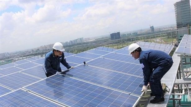 Tín dụng đổ vào điện gió, điện mặt trời: Nhiều rủi ro