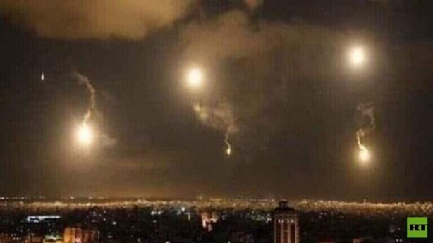 Lính Syria bị thương khi đánh chặn tên lửa Israel