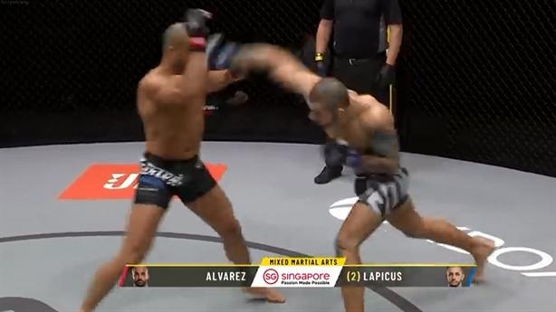 Đánh gục đối thủ, võ sĩ vẫn bị xử thua