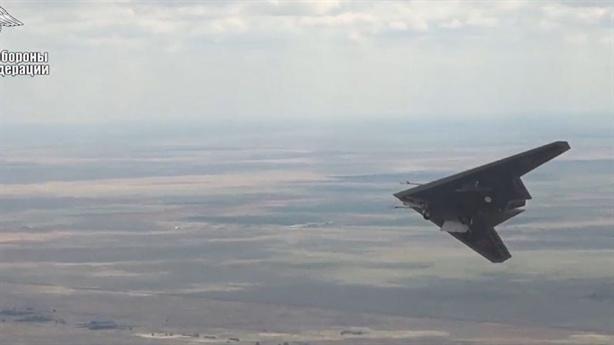 UCAV Nga mang bom 'ném và quên'
