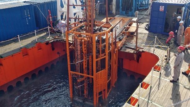 Trung Quốc thông báo việc khoan biển sâu: Tham vọng băng cháy