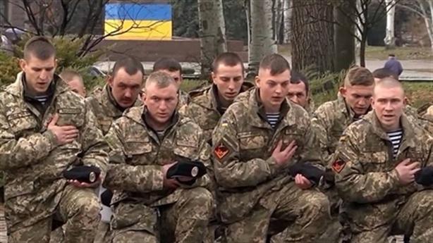 Lính thủy đánh bộ Ukraine đào ngũ khi quân Nga áp sát?