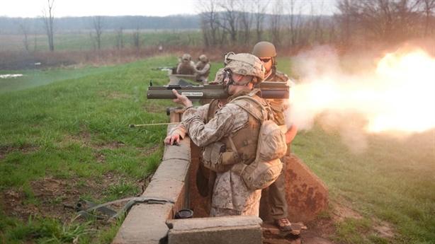 Mỹ bán vũ khí 'hết date' cho tiền đồn chống Nga